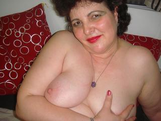 Mellody - Hello! I`m Mellody and I want to be in love! Come to me in my LIVE chat - you`ll be glad you did! Happiness, is the place I come from. ;)