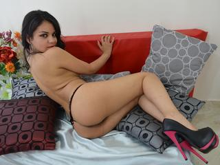 Slender Latin babe - hot and wet for you!